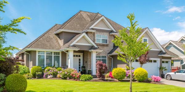 Как украсить двор частного дома своими руками