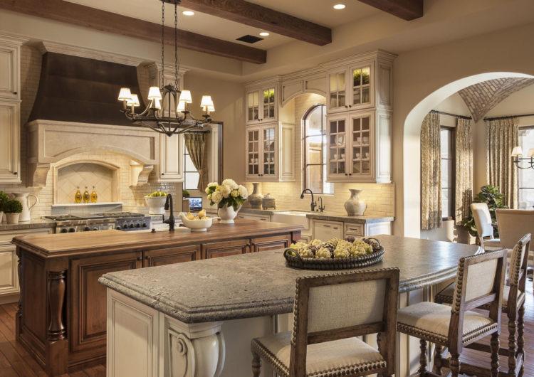Кухня, совмещенная с гостиной, цвета кофе с молоком