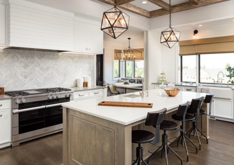 Лучшие кухни в реальных квартирах сезона 2018 разного размера